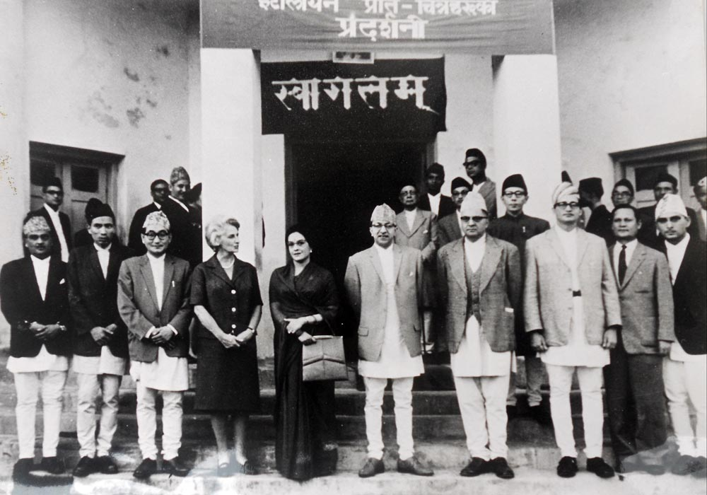 A Group photo with the then His Majesty at the centre after the exhibition at Saraswati Sadan - 1963nac_historial_activities_16