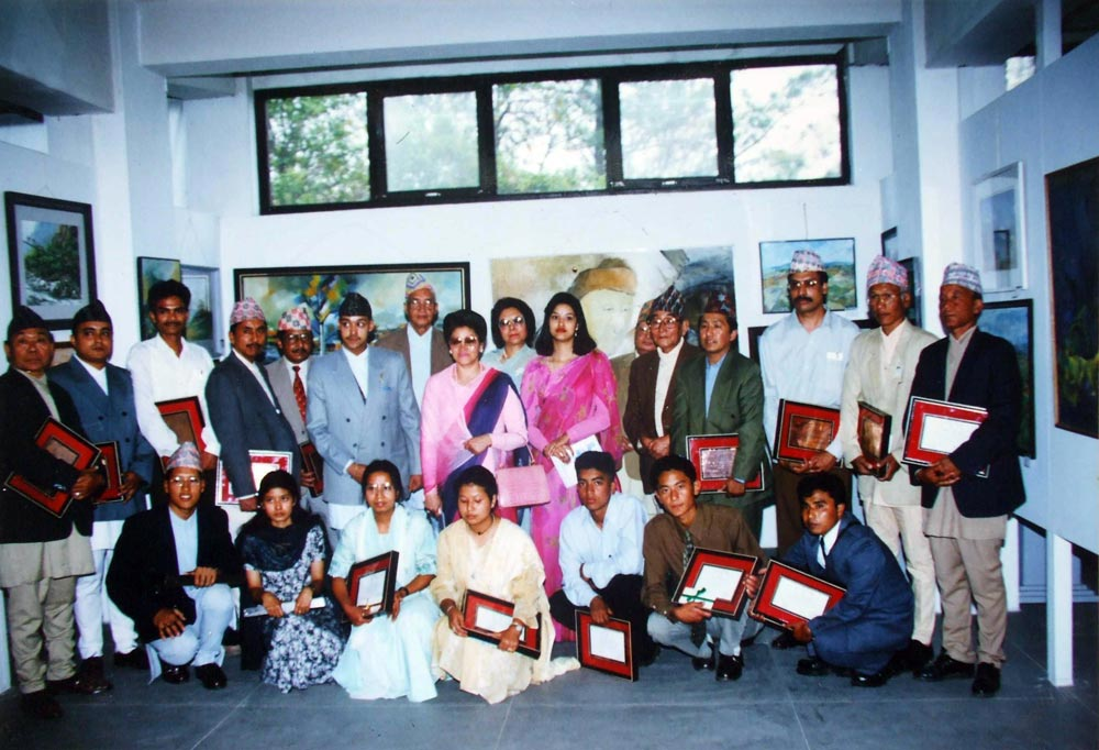 Artists after receiving Ranglal Bandel Prize at the exhibition, inauguratied bye the then queen Aishwarya - 1999.